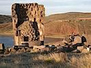 Die Grabtürme von Sillustani liegen in der nähe von Puno am Titicaca See