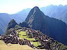 Perfekt in die Umgebung eingebettete Inkastadt Machu Picchu